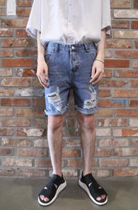 Light Blue Damage Half Pants<Br>연청톤의 워싱데님팬츠<br>캐쥬얼한 디자인의 하프 데님팬츠