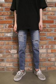 Mid Blue Patch Point Denim Pants<Br>중청톤의 컬러감, 슬림한 핏감<br>패치디테일이 매력적인 슬림팬츠