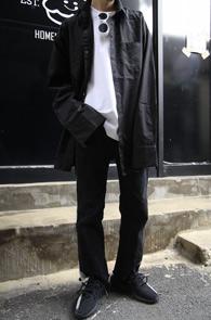Black Cuffs Over Fit Shirts<br>블랙 컬러, 박시한 핏감<br>커프스 디테일이 매력적인 커프스 셔츠