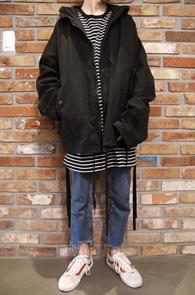 기모 원단으로 변경 되어 재출시 합니다<br>Black Over Hood Jacket<br>블랙컬러, 박시한 핏감<br>유니크한 디자인의 오버핏 야상 자켓