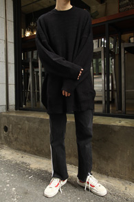 Black Box Fit Knit<br>블랙컬러, 하찌패턴<br>박시한 핏감의 오버핏 니트