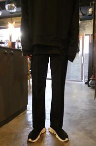 Black Basic Slacks Pants<Br>블랙컬러, 베이직한 핏감<br>깔끔한 디자인의 기본 슬랙스