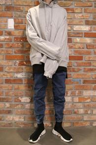 2 Color Zipper Point Hood T-Shirts<Br>블랙과 그레이 두가지 컬러<br>유니크한 디자인의 후드 집업