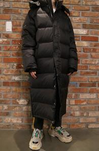 Black Long Duck Down Padding Jacket<Br>블랙컬러, 롱한 기장감<br>오리털로 제작된 따뜻한 패딩 점퍼