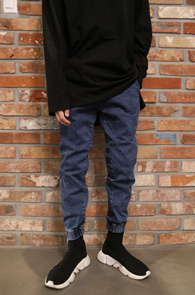 Blue Denim Jogger Pants<Br>데님소재, 밑단 시보리 디테일<br>유니크한 디자인의 데님 조거팬츠