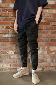 Black Coating Jogger Zip Pants<Br>블랙컬러,코팅가공<br>코팅가공된 블랙 조거팬츠